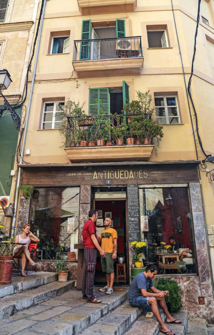 Palma de Mallorca on oiva kohde, jos haluat rantaloman kaupungissa.