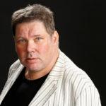 Petteri Pennilä on 56-vuotias freelancer-näyttelijä.