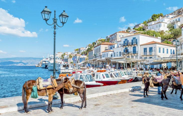 Kreikan parhaat kohteet tarjoavat sopivasti näkökulman vaihtoa. Esimerkiksi Hydrassa ajopelinä palvelee aasi.