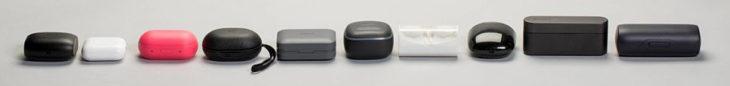 Kuulokkeet voi ladata kotelossaan vähintään kaksi kertaa. Koteloiden kokoerot ovat merkittäviä. Isoimmat ovat Bose, Sony WF-1000X sekä kuvasta puuttuva Pioneer, joka saatiin testiin myöhemmin kuin muut.