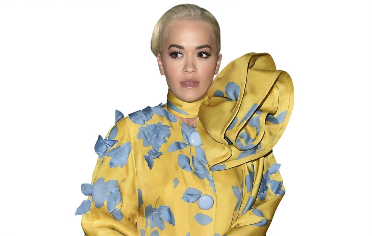 Rita Ora näyttää upealta keltaisessa.