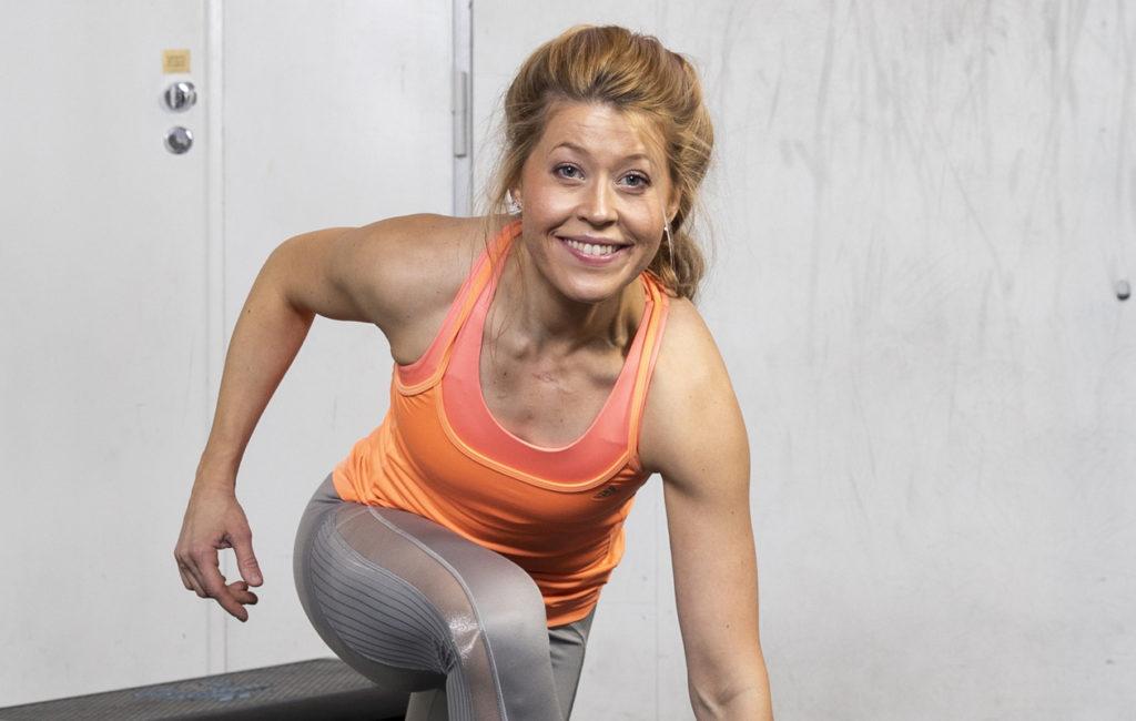LIIT-treenissä tempo pidetään maltillisena. Liikkeet kuormittavat silti tehokkaasti koko kehoa.