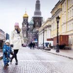 Linda Mellnerin ja kaksivuotiaan Albinin päiväkotimatkan varrella on Verikirkko.