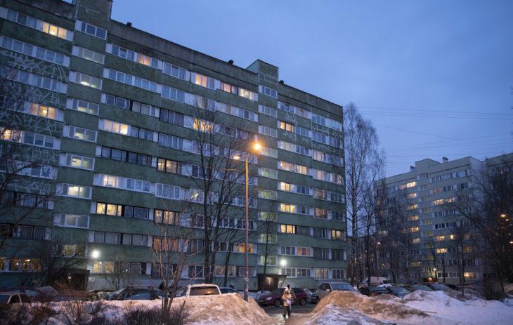 Anna Haikara asuu lähiössä 16 kilometrin päässä Pietarin keskustasta.