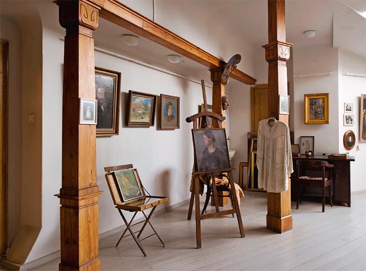 Taiteilija Janis Rozentalsin kotimuseo on riikalaisen jugendtalon yläkerrassa.