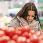 Emma Nissinen pyrkii ostamaan kerralla riittävästi ruokaa niin, että täydennyksiä ei tarvitsisi paljon hakea. Se on kuitenkin vaikeaa, kun perheessä on kuusi kasvavaa lasta.