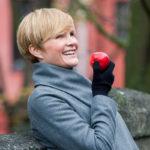 Toimittaja Sanna Mämmi on vastikään julkaissut kirjan mindfulnessista.