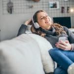 Podcasteja voi kuunnella työmatkalla tai niihin voi syventyä kodin rauhassa.