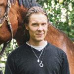Tuukka Temonen sai syntymäpäivälahjaksi hevosen. Se herkisti miestä.