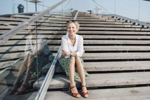 – Puhuminen ja kirjoittaminen ovat paras tapa päästä lähelle toista ihmistä, Sara Ehnholm Hielm sanoo.