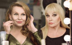 Melkein totta -sarjassa näyttelevät Heli Sutela ja Hannele Lauri