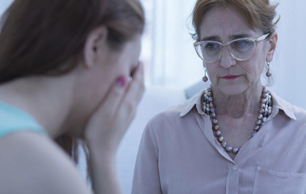 Saako psykoterapeutti näyttää tunteita?