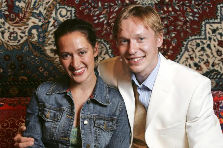 Elsa Saisio ja hänen puolisonsa Timo Välisaari esiintyivät yhdessä jo vuonna 2005 Leyla ja Daniel -musikaalissa Lahden kaupunginteatterissa.