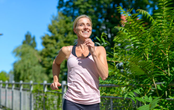 Aloitteleva juoksija. Juoksemisen aloittaminen ei tarkoita sitä, että lenkkipolulla pitäisi olla joka päivä.
