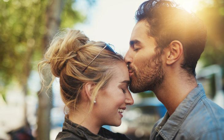 Onnellisen ja toimivan parisuhteen salaisuus: Parisuhderakkaus syntyy läheisyydestä, vetovoimasta ja seksuaalisuudesta, muistuttaa Tony Dunderfelt.
