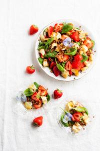 mansikka-vuohenjuustosalaatti
