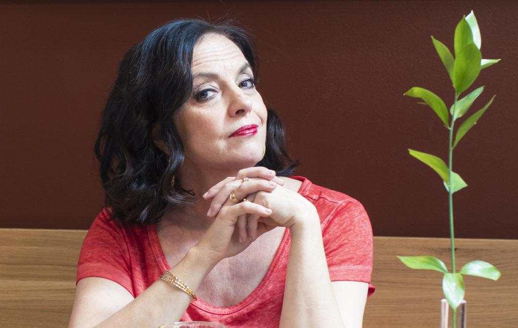 Anna-Leena Härkönen muistelee nuoruuttaan Tässä iässä -haastattelussa.