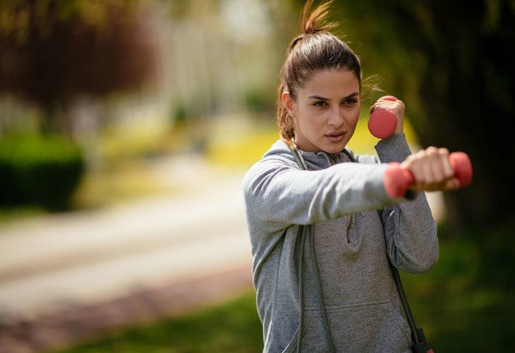 Aito tabata kestää vain neljä minuuttia ja 20 sekuntia, mutta voit tehdä treenin tekemällä useampia eri liikkeitä.