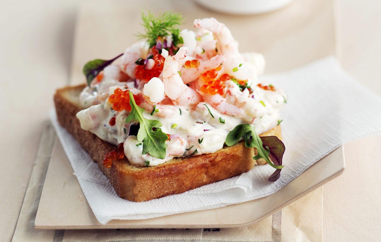 Toast skagen eli katkarapuleipä on ruotsalainen klassikkoherkku.