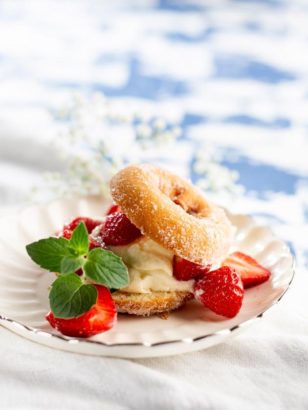 mansikka-mascarpone-donitsileivokset