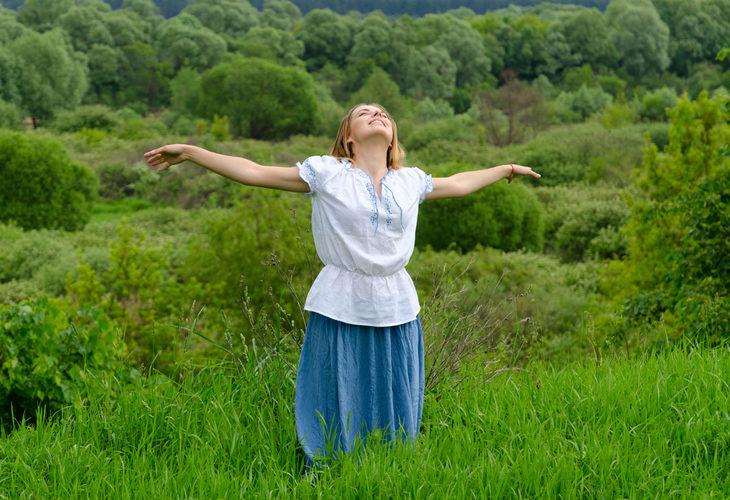 Meditaatio metsässä: avaudu luonnolle.