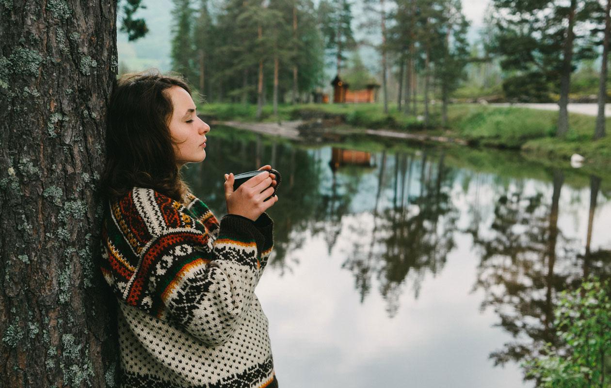 Meditaatio metsässä on hyvä tapa poistaa stressiä.
