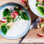 Kesäkeitto on alkukesän suosikkiruoka, joka on helppo maustaa mieleiseksi. Kokeile myös kylmänä!
