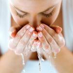 Kosmetiikkatuotteiden sanotaan laiskistavan ihoa. Täten ihopaaston tarkoituksena on pyrkiä elvyttämään ihon luontaista toimintaa.
