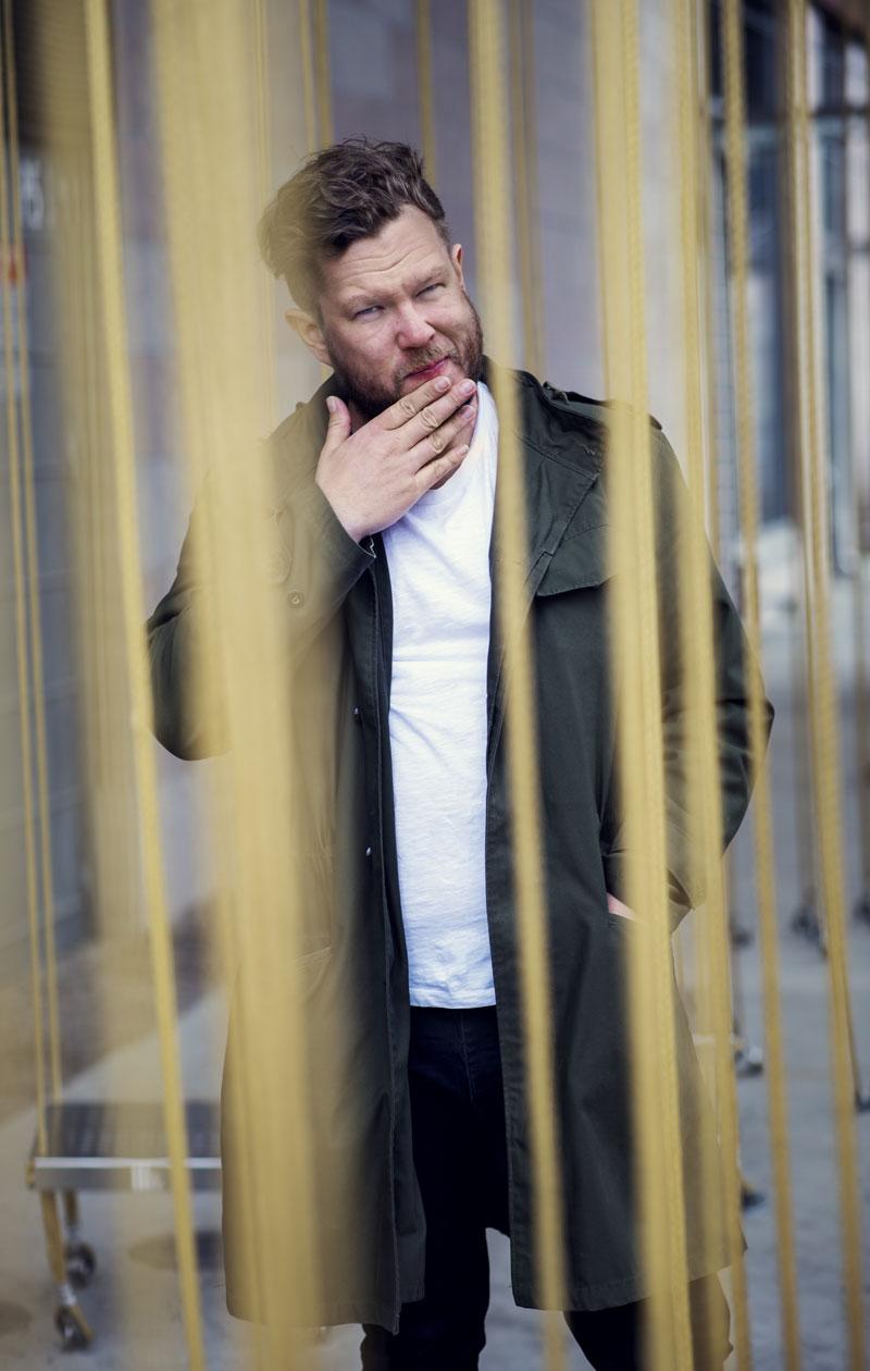 Viime keväänä Samae Koskinen osallistui Tähdet, tähdet -ohjelmaan ja teki työtä vuorotta. – Välillä mietin, uskallanko sanoa töille ei. Haluaako minua sitten enää kukaan?