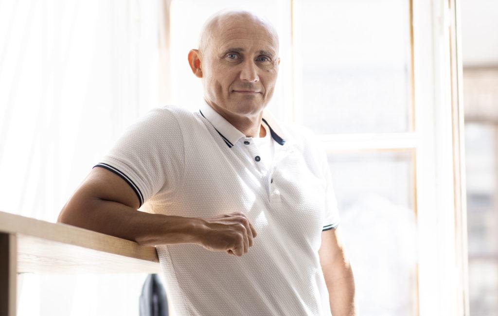 57-vuotias Marko Röhr on neljän lapsen isä ja vuoden ikäisen pojan isoisä. Hän haluaa tehdä luontoelokuvia, koska tulevilla sukupolvilla ei ehkä enää ole samanlaista luontoa kuin meillä.