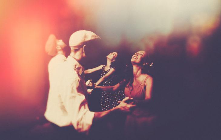 nostalgia: tanssivat ihmiset