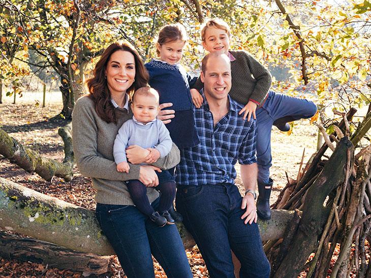 Katen ja Williamin virallisessa joulukortissa viime vuonna poseerasi iloinen perhe. Perheen tuorein tulokas on nykyään taaperoikäinen prinssi Louis.