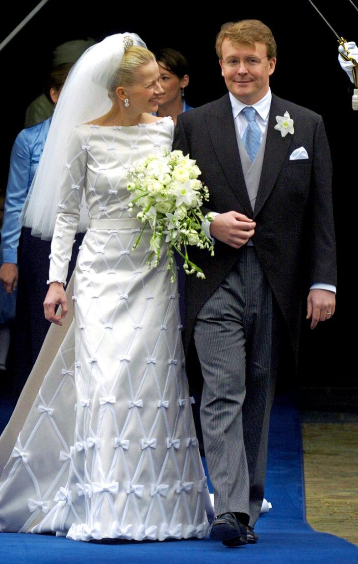 Prinssi Friso luopui arvonimestään voidakseen naida rakastamansa naisen, Mabel Wisse Smitin. Häät pidettiin huhtikuussa 2004.