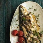 Kala kruunaa kesäisen lounas- ja illallispöydän.