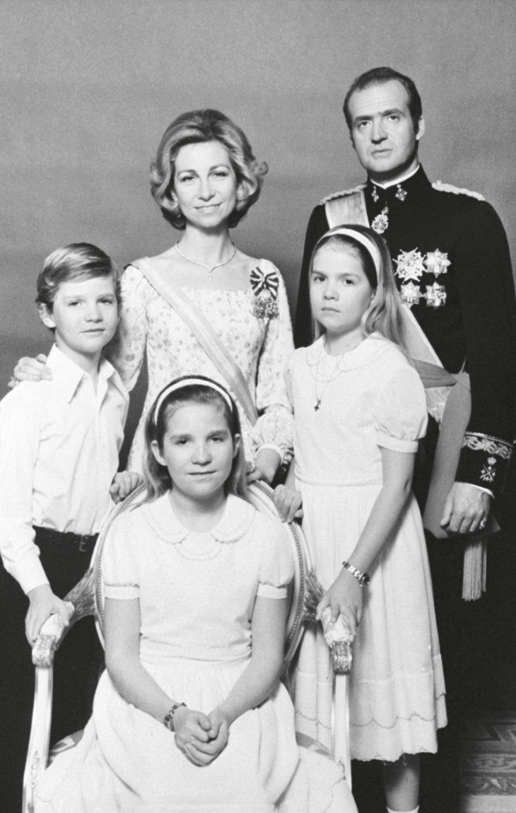 Juan Carlos I ja kuningatar Sofia lapsikatraineen edustivat kenraali Francon ikeen alta vapautuneille espanjalaisille uutta toivoa.