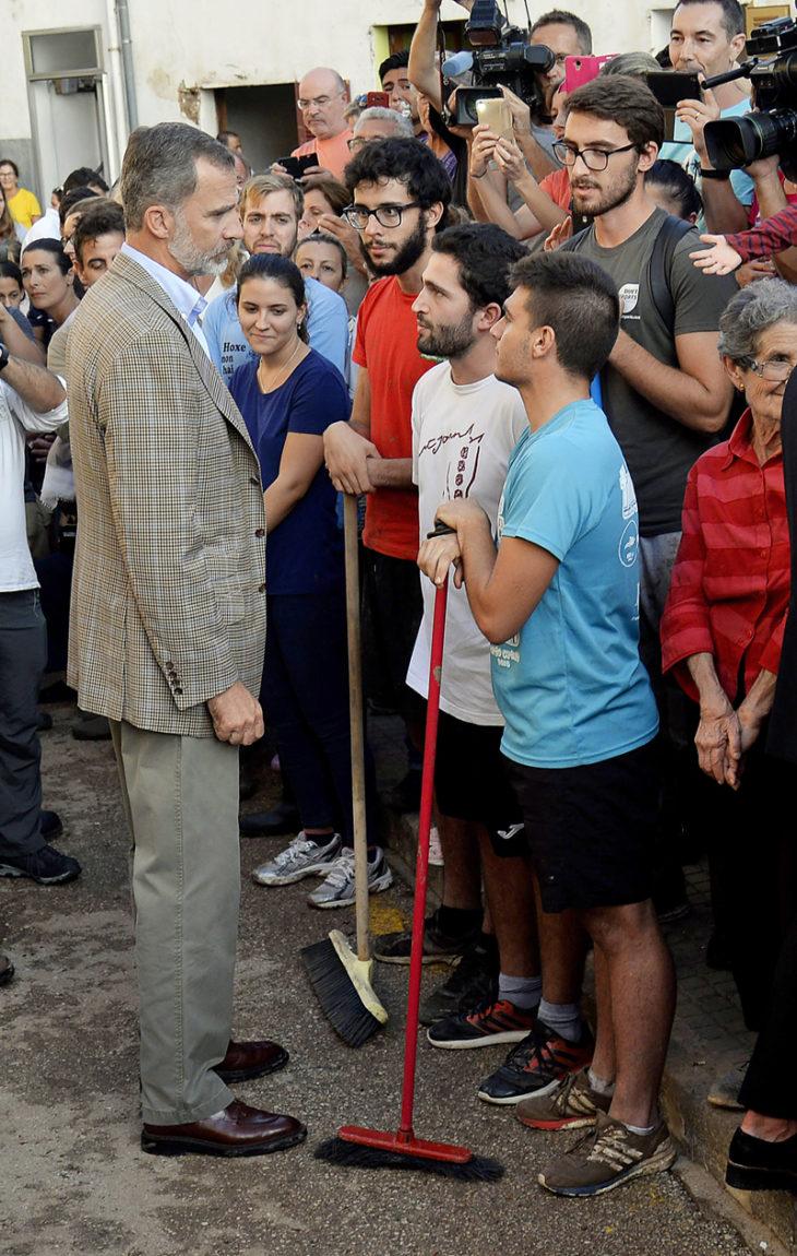 Viime lokakuussa kuningas Felipe kävi lohduttamassa mutavyöryn koetteleman Sant Llorenç des Cardassarin asukkaita.