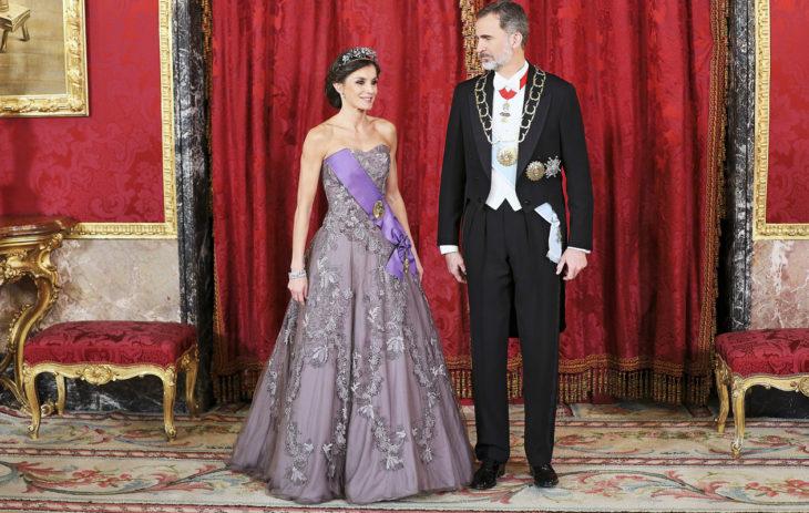 Felipe ja Letizia merkitsevät espanjalaisille modernia monarkiaa. Kuva on otettu helmikuun lopussa pidetyiltä illallisilta, jotka järjestettiin Perun presidentin Martín Alberto Vizcarra Cornejon vieraillessa Espanjassa.