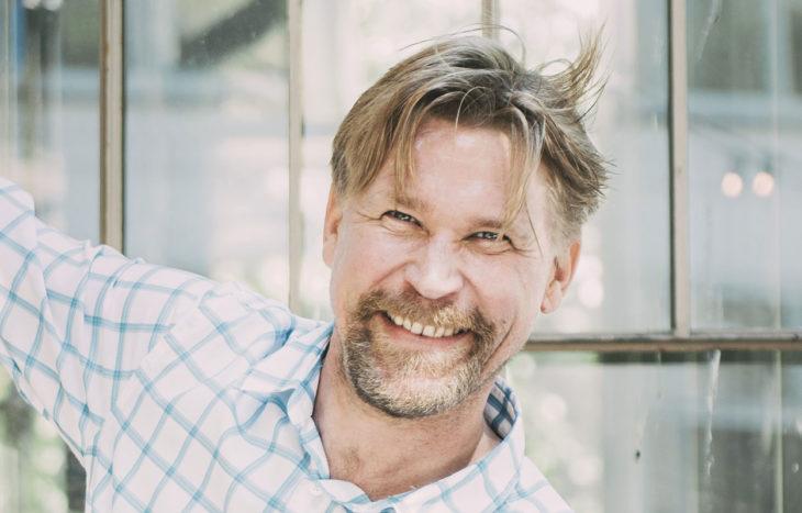 – Kyynelet nousevat herkästi silmään, esimerkiksi silloin kun katson tyttärieni Armin, 11, ja Elsin, 9, kanssa romanttisia komedioita, Matti Ristinen sanoo.