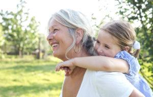 Millainen mummo olet? Mumma, mummi, mummo vai kenties isoäiti? Nimellä ei ole väliä, sillä tämä leikkimielinen testi on kaikille teille, joilla on lapsenlapsia!