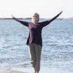 Marja Putkisto ohjeistaa tiedostamaan ja tunnistaamaan kehon keskipisteet. Näin on helpompi hakea tasapainoa.