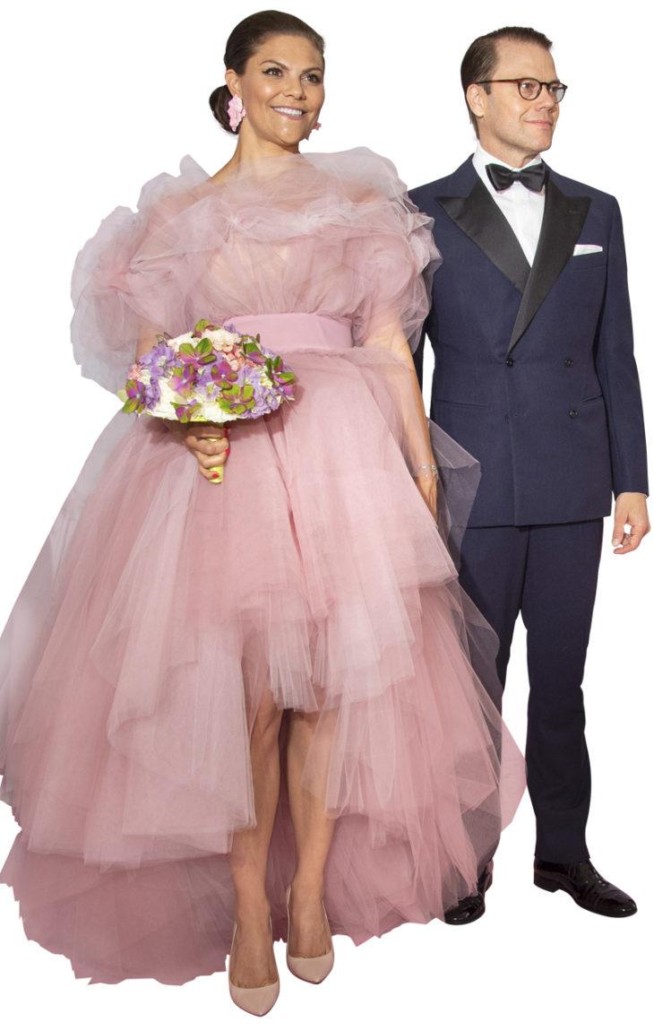 Prinsessasta on tullut rohkea mutta tarkka pukeutuja. Pinkki tylliunelma herätti huomiota musiikkigaalassa. Valtiovierailulla sitä tuskin nähdään.
