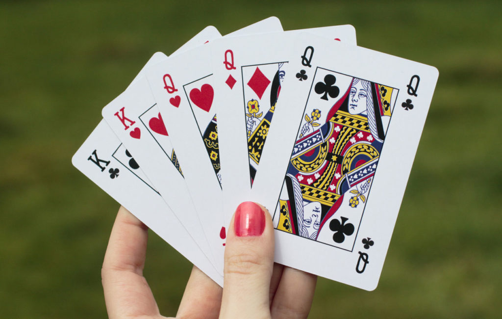 Ennustaminen on kiinnostanut ihmistä kautta aikojen. Näin voit ennustaa pelikorttien avulla.