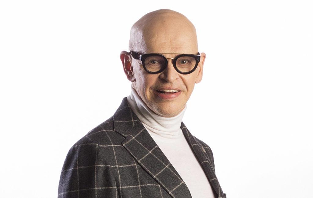 Jorma Uotinen juontaa deittiohjelmaa First Dates Suomi.
