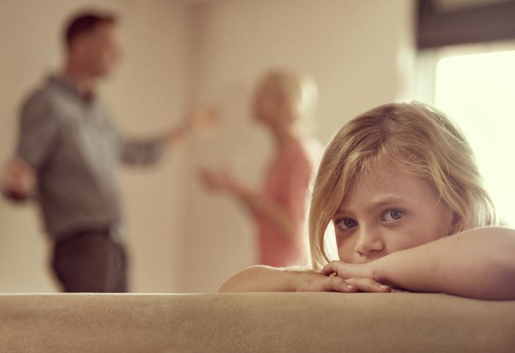 Ilkeä käytös eron jälkeen saattaa kohdistua esimerkiksi lasten kasvatukseen.