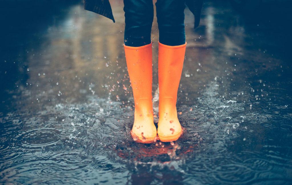 Sadepäivinä on lupa rentoutua itselleen mieluisen puuhan parissa.