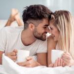 Aamulla rakasteleminen antaa energiaa päivään.