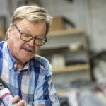 Yrittäjä Ari Kettunen on pysynyt toimeliaana töitä tekemällä ja olemalla mukana järjestötoiminnassa. Leskiryhmä lievensi yksinäisyyttä.