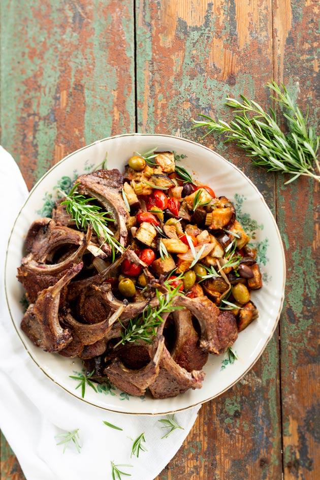 karitsankylykset ja caponata-vihanneksia