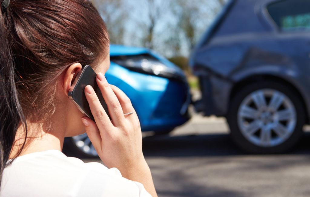 Pakeniko syyllinen paikalta? Aiheuttiko kolari henkilövahinkoja? Tällaisissa tilanteissa soita heti hätänumeroon.