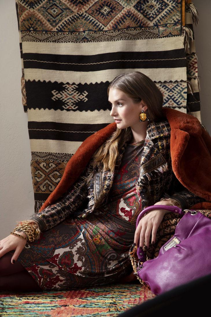 Tekoturkis on uusi, muut vaatteet ja asusteet kirpputorilta ja vintage-liikkeistä hankittuja.